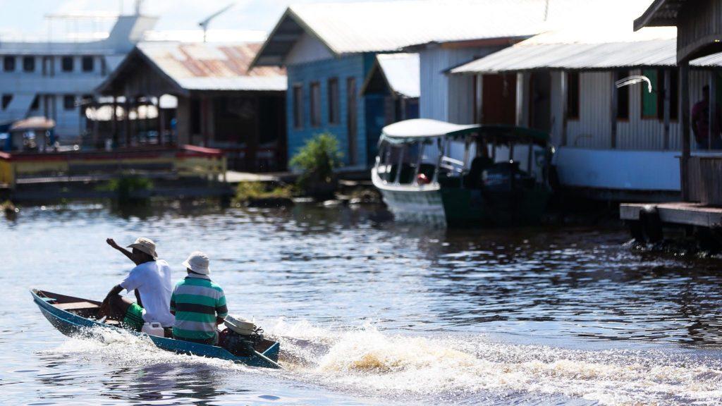 Comunidade de ribeirinhos em Manaus. Foto: Marcelo Camargo / Agência Brasil
